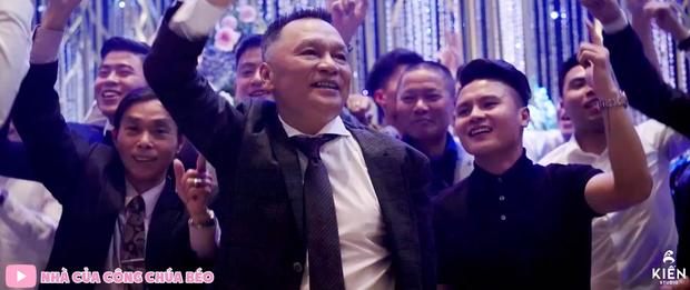 Vợ chồng cựu chủ tịch CLB Sài Gòn hôn nhau ngọt ngào, quẩy cực sung trong đám cưới con gái Quỳnh Anh - Ảnh 2.