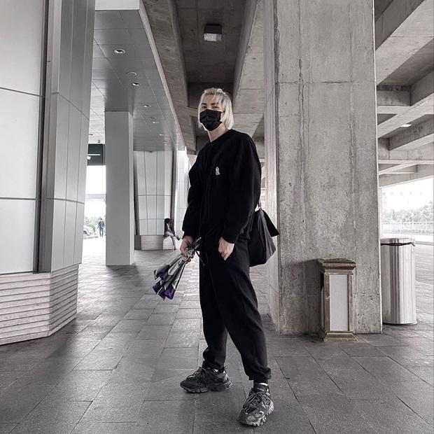 Street style sao Việt: Tóc Tiên bất ngờ kín đáo để cosplay Yoon Se Ri, Ngọc Trinh lên đồ sexy nhưng không nóng mắt - Ảnh 10.