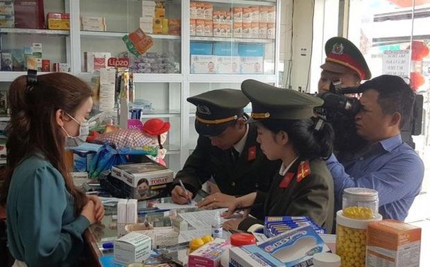 Bán khẩu trang 150.000 đồng/ hộp, nhà thuốc bị phạt hơn 31 triệu đồng - Ảnh 1.