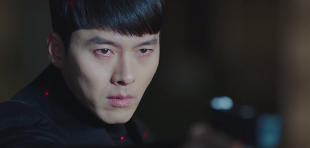 Lộ ảnh hậu trường Crash Landing On You tập cuối: Hyun Bin bị còng tay, tạm biệt Son Ye Jin trước khi đi lãnh án? - Ảnh 2.