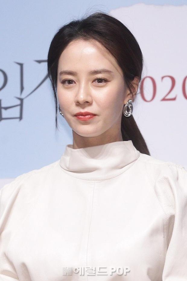 Lâu lắm Mợ ngố Song Ji Hyo mới dự sự kiện: Nhan sắc đúng là biến hóa khó lường, chị ăn thịt Đường Tăng hay gì? - Ảnh 9.