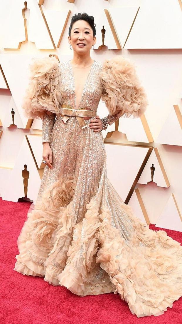 Cái tên Công Trí lại xuất hiện trên thảm đỏ tiệc hậu Oscar, được diện bởi diễn viên Hàn nổi tiếng nhất thế giới - Ảnh 3.