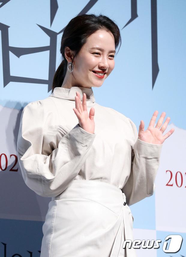 Lâu lắm Mợ ngố Song Ji Hyo mới dự sự kiện: Nhan sắc đúng là biến hóa khó lường, chị ăn thịt Đường Tăng hay gì? - Ảnh 6.