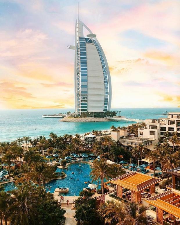 Bên trong khách sạn 7 sao duy nhất thế giới ở Dubai, hoá ra vì quá đẳng cấp nên du khách quốc tế tự gắn thêm cho… 2 sao? - Ảnh 1.