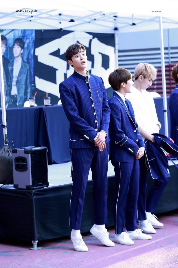 """Đứng cuối sân khấu nhưng nam idol mới nổi vẫn giật spotlight, biến dàn mỹ nam nhà SM thành """"chú lùn"""" nhờ chiều cao 1m91 siêu soái - Ảnh 6."""