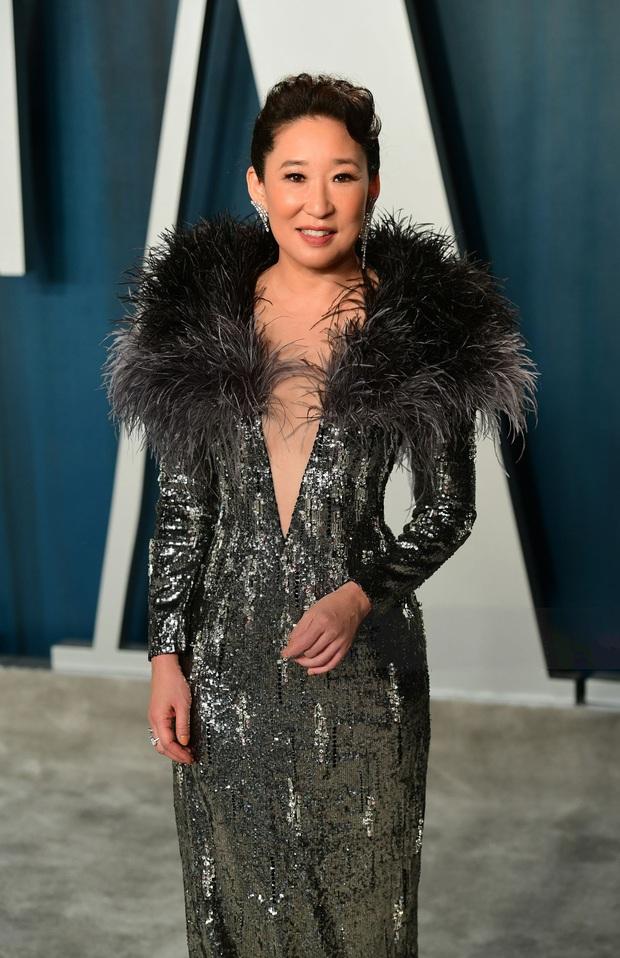 Cái tên Công Trí lại xuất hiện trên thảm đỏ tiệc hậu Oscar, được diện bởi diễn viên Hàn nổi tiếng nhất thế giới - Ảnh 1.