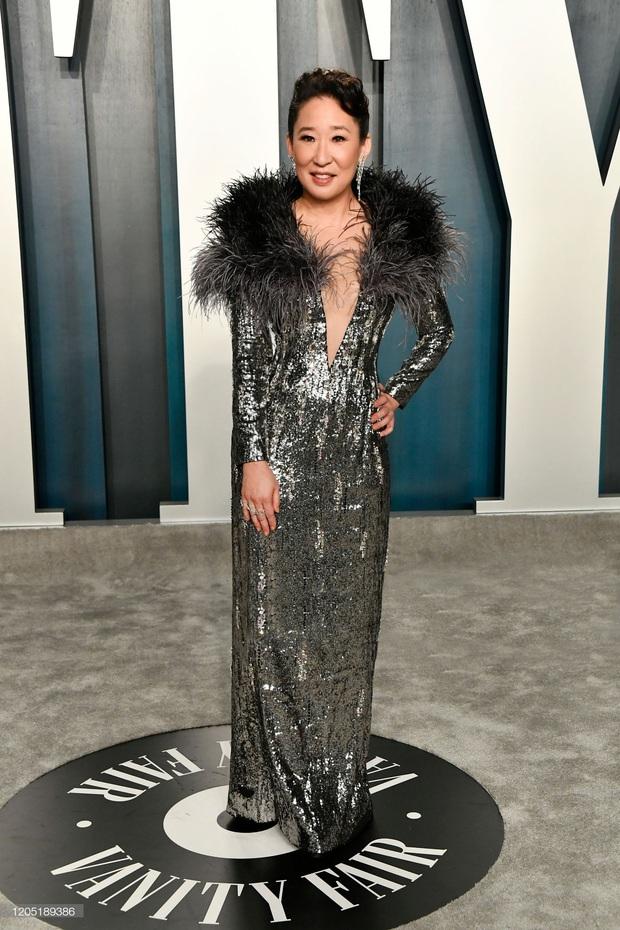 Cái tên Công Trí lại xuất hiện trên thảm đỏ tiệc hậu Oscar, được diện bởi diễn viên Hàn nổi tiếng nhất thế giới - Ảnh 2.