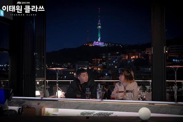 Zoom in khu phố trong phim Itaewon Class của nam thần Park Seo Joon: Là nơi sầm uất nhất Seoul nhưng lại rất ít người Hàn muốn đến đây? - Ảnh 2.