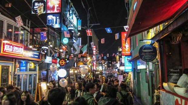 Zoom in khu phố trong phim Itaewon Class của nam thần Park Seo Joon: Là nơi sầm uất nhất Seoul nhưng lại rất ít người Hàn muốn đến đây? - Ảnh 5.