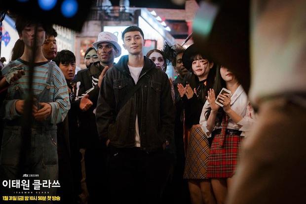 Zoom in khu phố trong phim Itaewon Class của nam thần Park Seo Joon: Là nơi sầm uất nhất Seoul nhưng lại rất ít người Hàn muốn đến đây? - Ảnh 1.