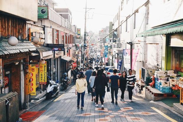 Zoom in khu phố trong phim Itaewon Class của nam thần Park Seo Joon: Là nơi sầm uất nhất Seoul nhưng lại rất ít người Hàn muốn đến đây? - Ảnh 10.