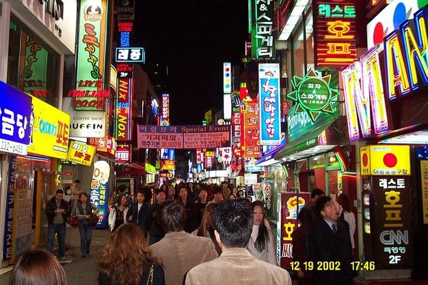 Zoom in khu phố trong phim Itaewon Class của nam thần Park Seo Joon: Là nơi sầm uất nhất Seoul nhưng lại rất ít người Hàn muốn đến đây? - Ảnh 8.