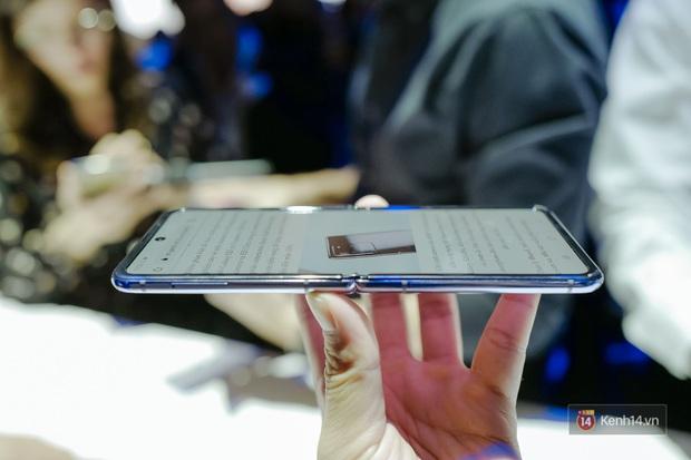 Smartphone có mặt bằng KÍNH nhưng GẬP LẠI được đầu tiên trên thế giới nhìn đẳng cấp cỡ nào? - Ảnh 12.