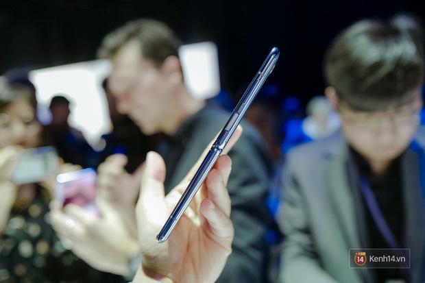 Smartphone có mặt bằng KÍNH nhưng GẬP LẠI được đầu tiên trên thế giới nhìn đẳng cấp cỡ nào? - Ảnh 7.