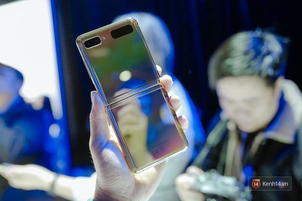 Smartphone có mặt bằng KÍNH nhưng GẬP LẠI được đầu tiên trên thế giới nhìn đẳng cấp cỡ nào? - Ảnh 2.