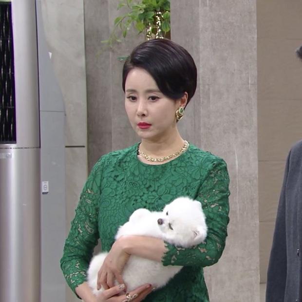 Tân binh đài KBS gây hoang mang vì thái độ lồi lõm: Ngủ trên phim trường, lườm nguýt cả bạn diễn? - Ảnh 1.