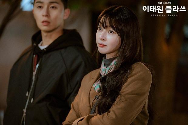 Review Tầng Lớp Itaewon: Các chị đại kình nhau cực gắt, càng xem càng choáng kế hoạch báo thù 15 năm của đầu gấu Park Seo Joon - Ảnh 5.