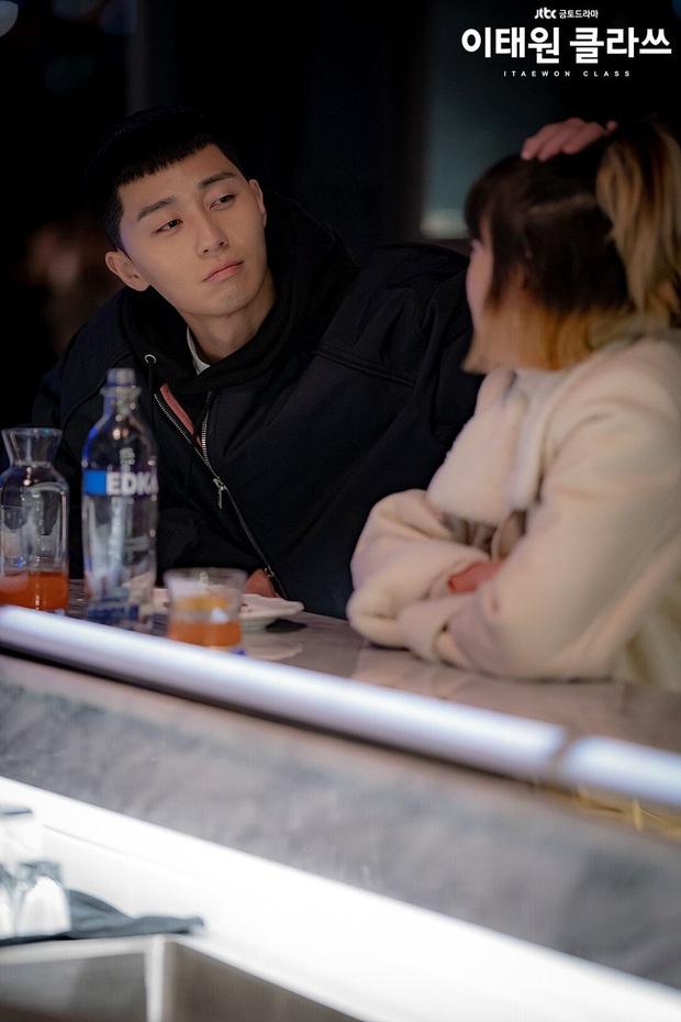 Review Tầng Lớp Itaewon: Các chị đại kình nhau cực gắt, càng xem càng choáng kế hoạch báo thù 15 năm của đầu gấu Park Seo Joon - Ảnh 4.