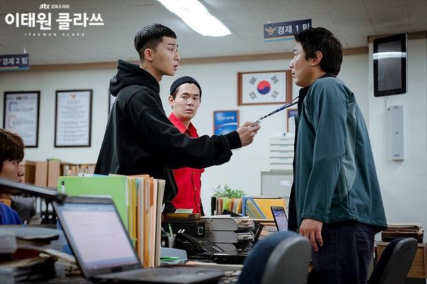 Review Tầng Lớp Itaewon: Các chị đại kình nhau cực gắt, càng xem càng choáng kế hoạch báo thù 15 năm của đầu gấu Park Seo Joon - Ảnh 9.