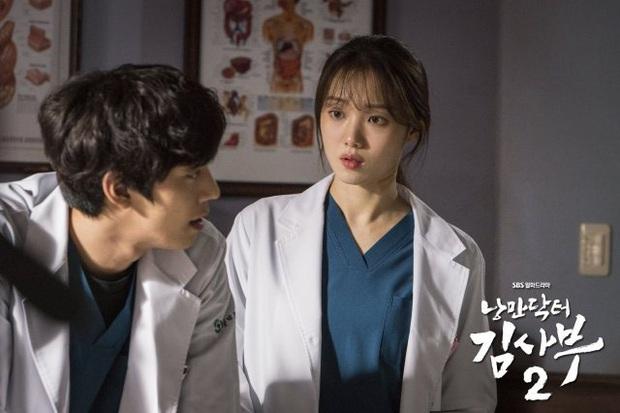 Tập cuối 'Người thầy y đức 2' đã định ngày lên sóng, fan tiếc nuối không muốn từ biệt dàn bác sĩ, y tá 2