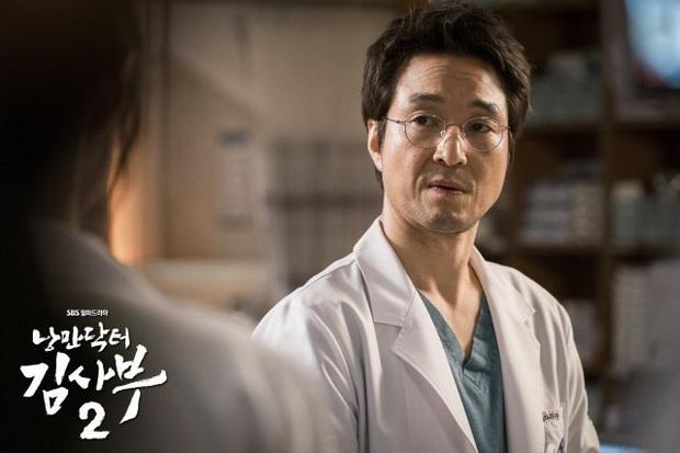 Rating Người Thầy Y Đức 2 chạm mốc khủng, lỗi nghiệp vụ khi phẫu thuật của anh Lee Sung Kyung khiến ai nấy đau tim cực mạnh - Ảnh 1.