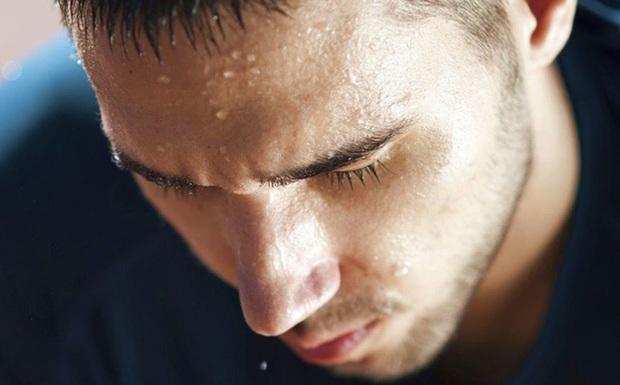 4 vị trí thường xuyên đổ nhiều mồ hôi báo hiệu sức khỏe đang có vấn đề - Ảnh 1.