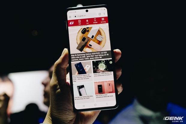Cận cảnh Samsung Galaxy Z Flip: Thiết kế gập dọc, chất liệu kính dẻo, vẫn có vết nhăn, giá 1380 USD - Ảnh 5.