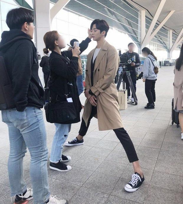 """Đứng cuối sân khấu nhưng nam idol mới nổi vẫn giật spotlight, biến dàn mỹ nam nhà SM thành """"chú lùn"""" nhờ chiều cao 1m91 siêu soái - Ảnh 8."""