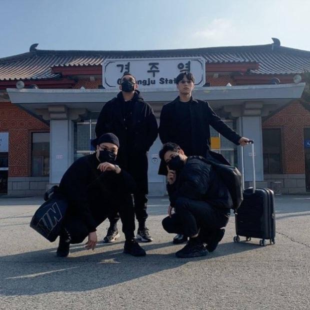 Học lỏm bí kíp tạo dáng cực hay ho của hội bạn thân Hàn Quốc để có được bức ảnh nhóm bao ngầu trong chuyến đi sắp tới - Ảnh 5.