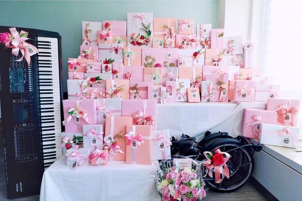 Ngập trong quà sinh nhật toàn hàng hiệu, Rosé mà làm clip đập hộp thì khối người phải chào thua - Ảnh 3.