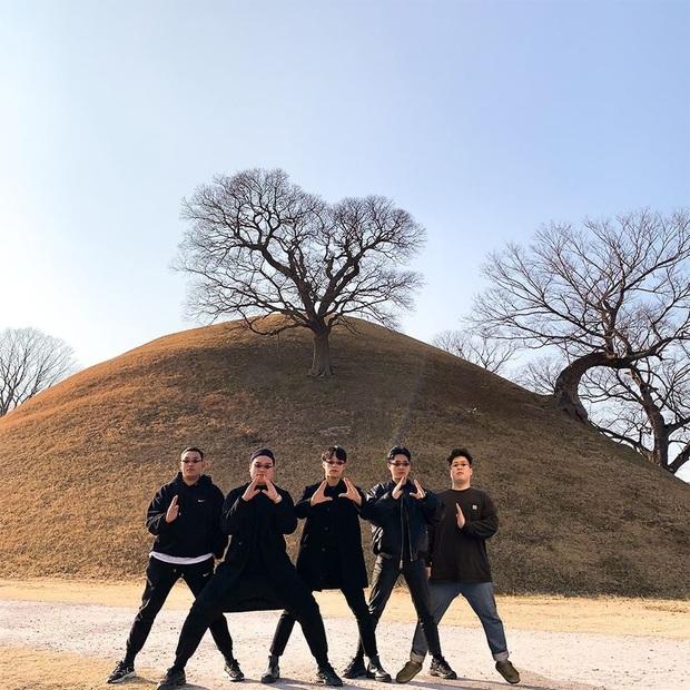Học lỏm bí kíp tạo dáng cực hay ho của hội bạn thân Hàn Quốc để có được bức ảnh nhóm bao ngầu trong chuyến đi sắp tới - Ảnh 2.