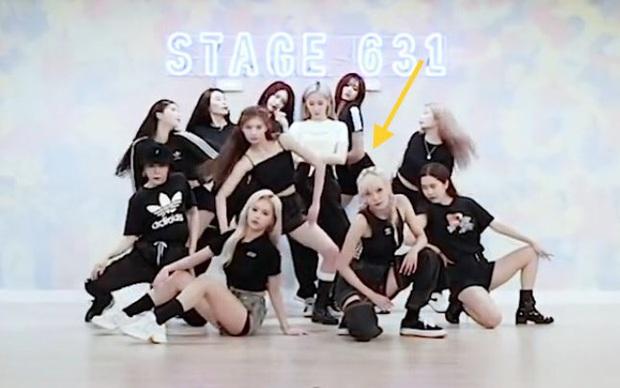 """Tân binh """"cosplay"""" BLACKPINK lại gây chú ý vì khoảng trống bí ẩn trong đội hình, netizen thi nhau réo gọi… thành viên IZ*ONE - Ảnh 7."""