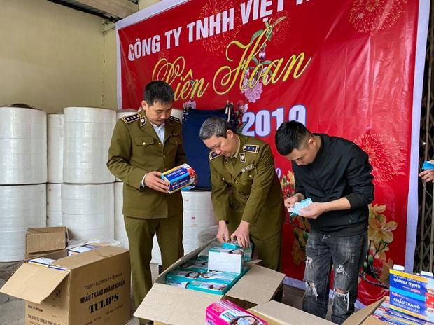 Hàng trăm nghìn khẩu trang y tế bị làm giả từ... giấy vệ sinh giữa dịch Covid-19 ở Hà Nội - Ảnh 3.