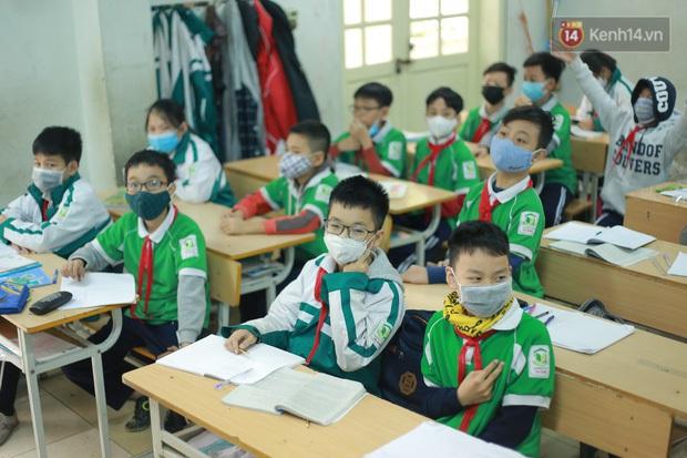 Bộ Y Tế: Học sinh không cần thiết phải đeo khẩu trang ở trường, nếu sốt và ho phải chủ động ở nhà! - Ảnh 3.