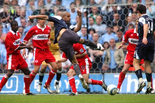 Có thể bạn chưa biết: Đẩy thủ môn lên đá tiền đạo và lý giải cho quyết định tấu hài nhất lịch sử Ngoại hạng Anh - Ảnh 3.