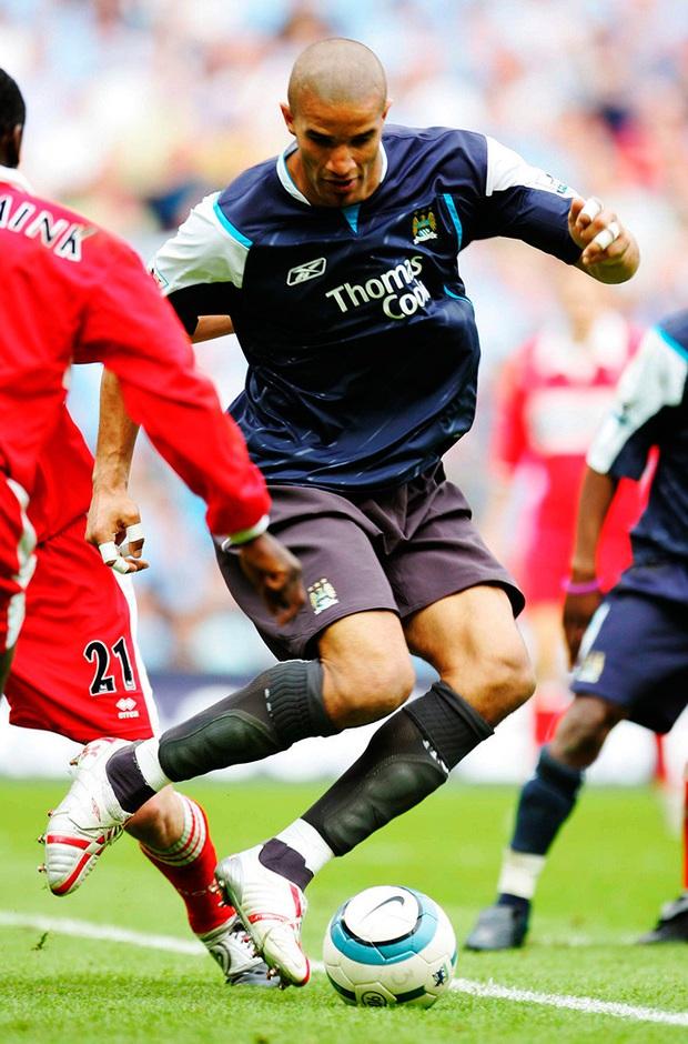Có thể bạn chưa biết: Đẩy thủ môn lên đá tiền đạo và lý giải cho quyết định tấu hài nhất lịch sử Ngoại hạng Anh - Ảnh 2.