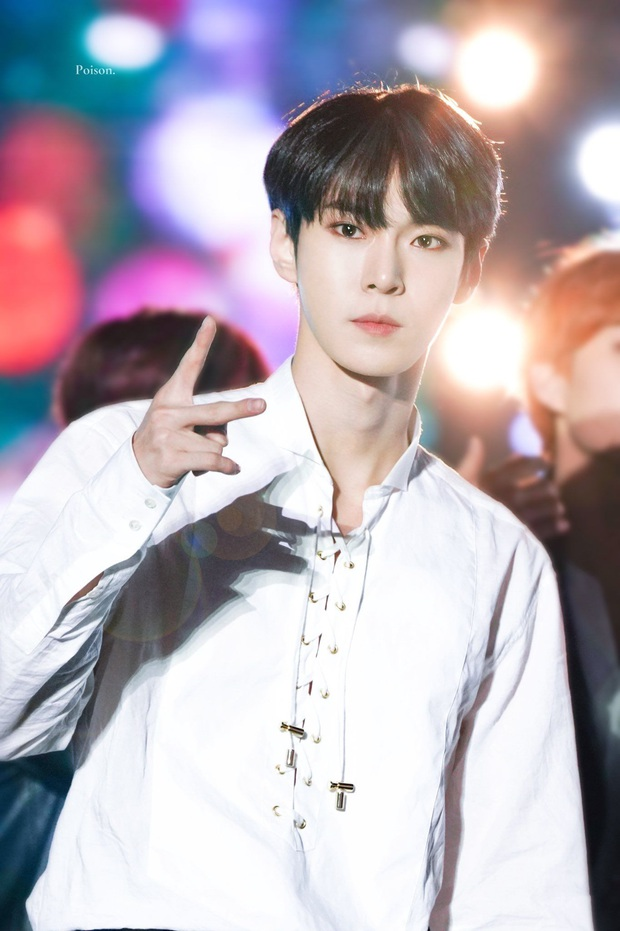 """Hội nam idol 96-line tài sắc vẹn toàn: Hết """"center quốc dân"""", cây hút fan của SEVENTEEN, NCT rồi idol LGBT công khai đầu tiên của Kpop đều đủ cả! - Ảnh 23."""