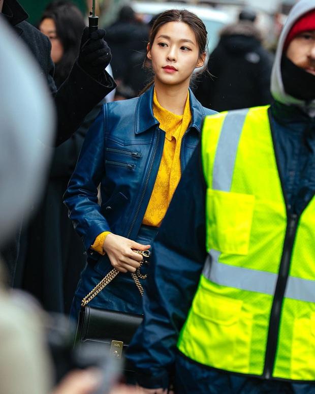 """2 mỹ nhân sexy nhất nhì Kpop thế hệ mới gây xôn xao sự kiện quốc tế: Joy (Red Velvet) xinh quá, nhưng sao vẫn thua """"báu vật quốc dân""""? - Ảnh 13."""
