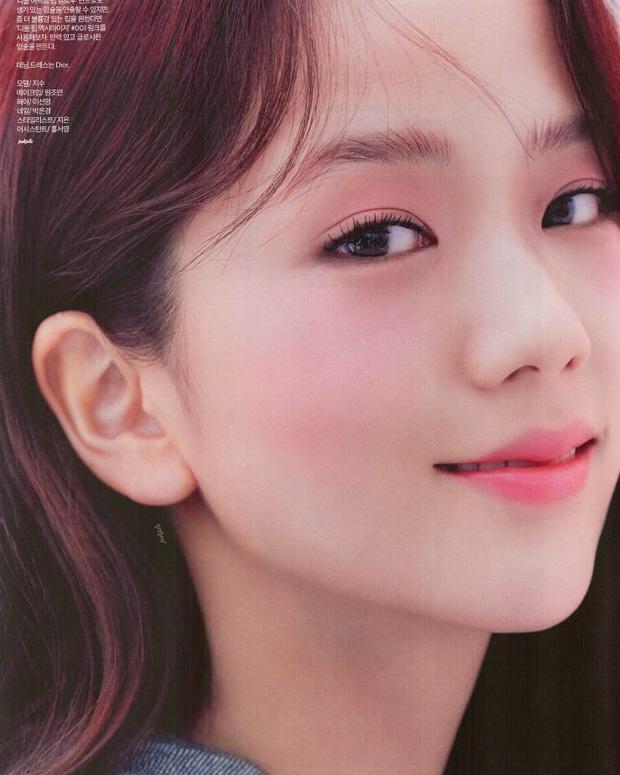 """Jisoo khoe makeup """"quả đào"""", môi căng bóng khiến các nàng chỉ muốn muốn """"bái bai"""" son lì và kiểu hoạ mặt đậm - Ảnh 7."""