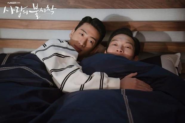 Lộ ảnh giường chiếu hạnh phúc phát hờn của đôi lính Triều Tiên ở Crash Landing On You - Ảnh 3.