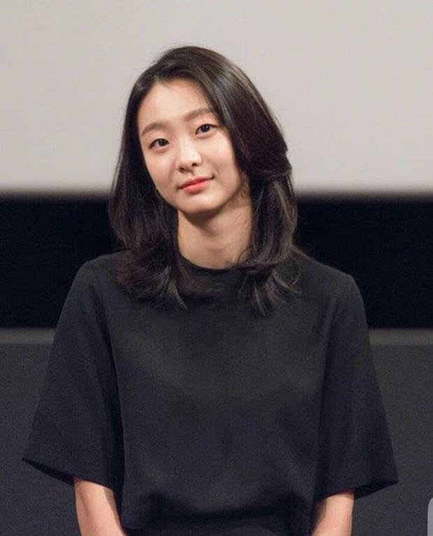 Gái hư bất cần Kim Da Mi của Tầng Lớp Itaewon: Từng cặp kè thầy Kelvin của Parasite, chị đại hành động thế hệ mới của điện ảnh Hàn - Ảnh 4.