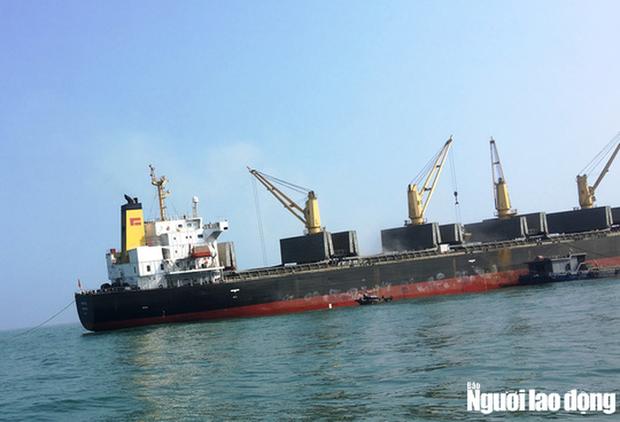 Cách ly 10 thuyền viên tàu Pacific Horse đi từ Hồng Kông về Quảng Bình - Ảnh 1.