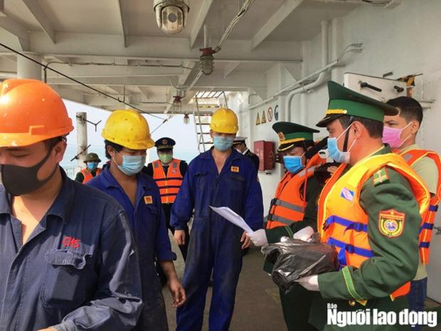 Cách ly 10 thuyền viên tàu Pacific Horse đi từ Hồng Kông về Quảng Bình - Ảnh 2.