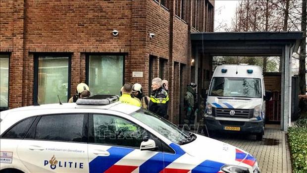 Bom thư phát nổ tại văn phòng của ngân hàng ING ở Hà Lan - Ảnh 1.