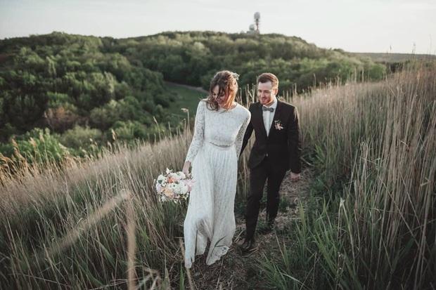 Mẫu váy cưới bán chạy nhất 2019: Mỗi ngày bán được 9 chiếc, khiến các cô dâu trên thế giới phát cuồng - Ảnh 4.
