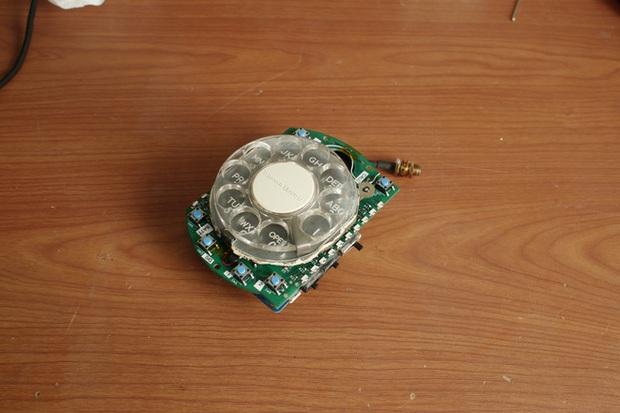 Chán smartphone, cô nàng nổi hứng tự chế điện thoại quay số đồ cổ lai tạp chuẩn xịn vintage - Ảnh 6.