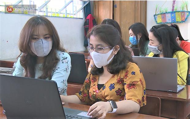 Clip: Cận cảnh giáo viên ứng dụng công nghệ 4.0 dạy học trực tuyến trong mùa dịch Covid-19 - Ảnh 5.