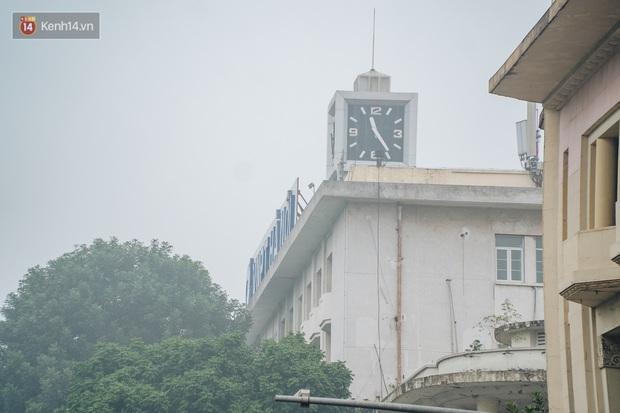 Ảnh, clip: Hà Nội xuất hiện sương mù từ sáng đến chiều trước khi đón đợt không khí lạnh mới vào cuối tuần - Ảnh 3.