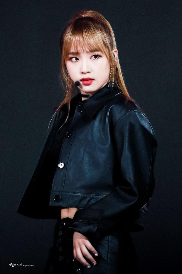 """Tân binh """"cosplay"""" BLACKPINK lại gây chú ý vì khoảng trống bí ẩn trong đội hình, netizen thi nhau réo gọi… thành viên IZ*ONE - Ảnh 16."""