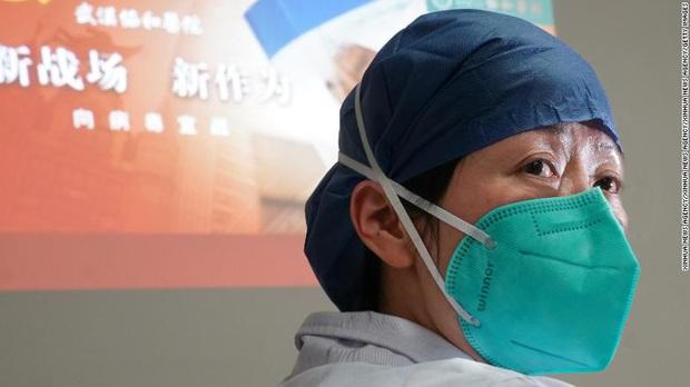 Mỗi khi có người đến khám, tôi phải nín thở - Cơn khủng hoảng tiềm ẩn khi hàng trăm y bác sĩ nơi tiền tuyến chống dịch virus corona có nguy cơ lây nhiễm Covid-19 - Ảnh 4.